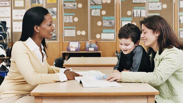 Parent meeting teacher primary child 1280x720.jpg